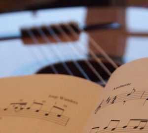 הקשר בין גיטרה ללימודים