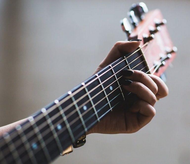 איך לבחור מורה לגיטרה?