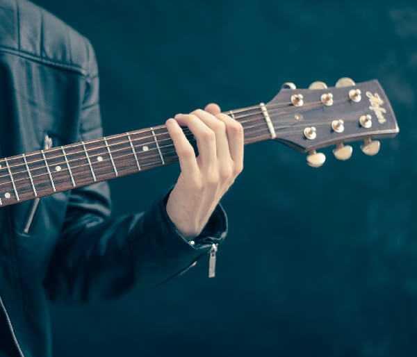 איך לשמור על מוטיבציה לנגן בגיטרה