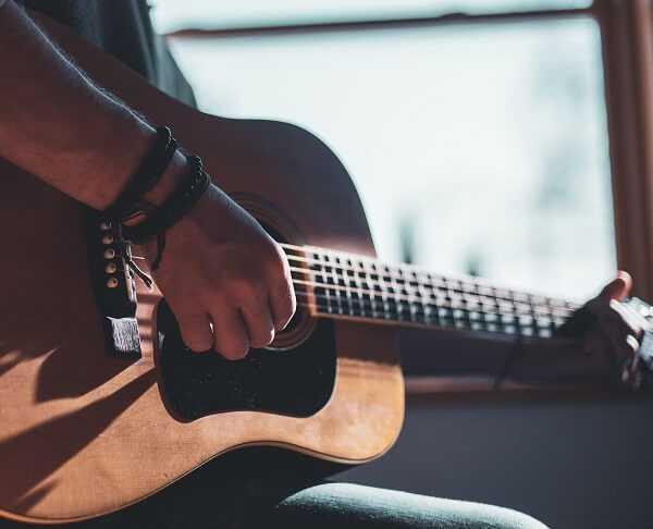 לימוד גיטרה אקורדים למתחילים