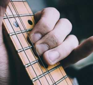 שיעור ראשון בגיטרה