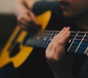ללמוד גיטרה