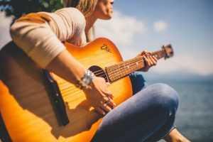 רעיונות לחריטה על הגיטרה